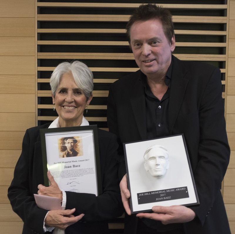 Joan Baez tog emot Joe Hill Memorial Music Award på Stockholm Waterfront